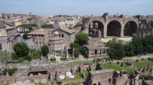 Foro Romano 300x168 - Roma vince la sfida sul web: è la meta turistica italiana più amata dagli stranieri