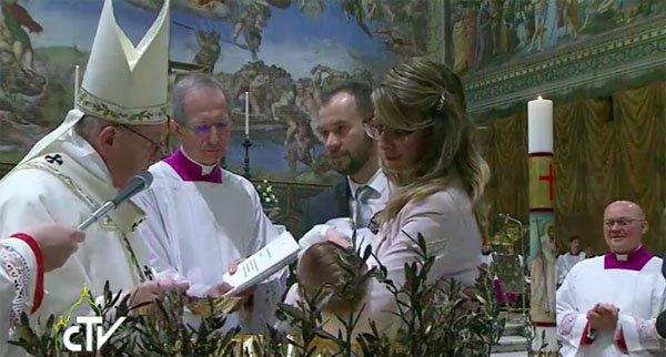 Pianto battesimo Papa