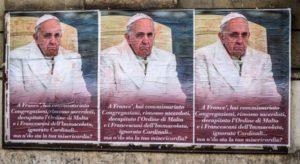 Manifesti contro il Papa