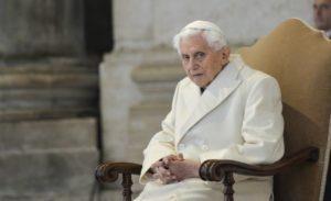 benedetto XVI 1 300x183 - I 90 anni di Benedetto XVI, da umile servitore di Dio a Papa del coraggio