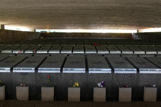 commemorazione defunti fosse ardeatine - Fosse Ardeatine: Papa, di fronte ai caduti per la libertà togliamo calzari dell'egosimo