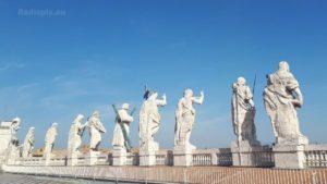 """defunti papa san pietro 300x169 - Commemorazione dei defunti, Papa: """"Memoria, speranza, strada"""""""