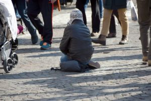 giornata mondiale dei poveri 300x200 - Arriva il freddo a Roma, l'appello della Caritas a donare coperte