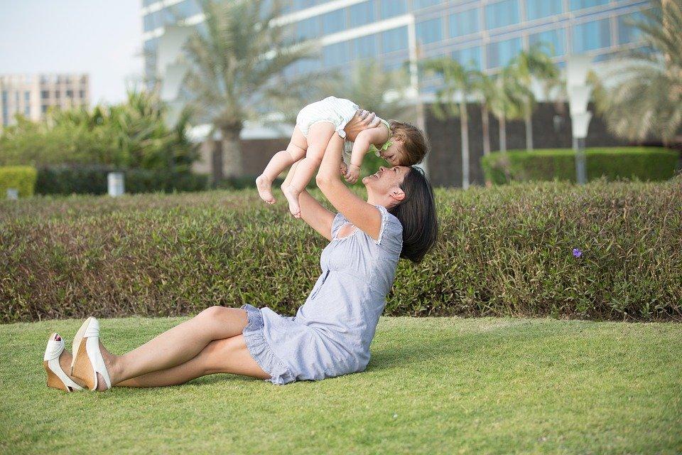 mother 1171569 960 720 - Essere mamme a Roma, punti di forza e difficoltà: <br>il sondaggio del Forum Famiglie