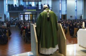 Papa Francesco a San Crispino, il chiacchiericcio distrugge come una bomba atomica 1
