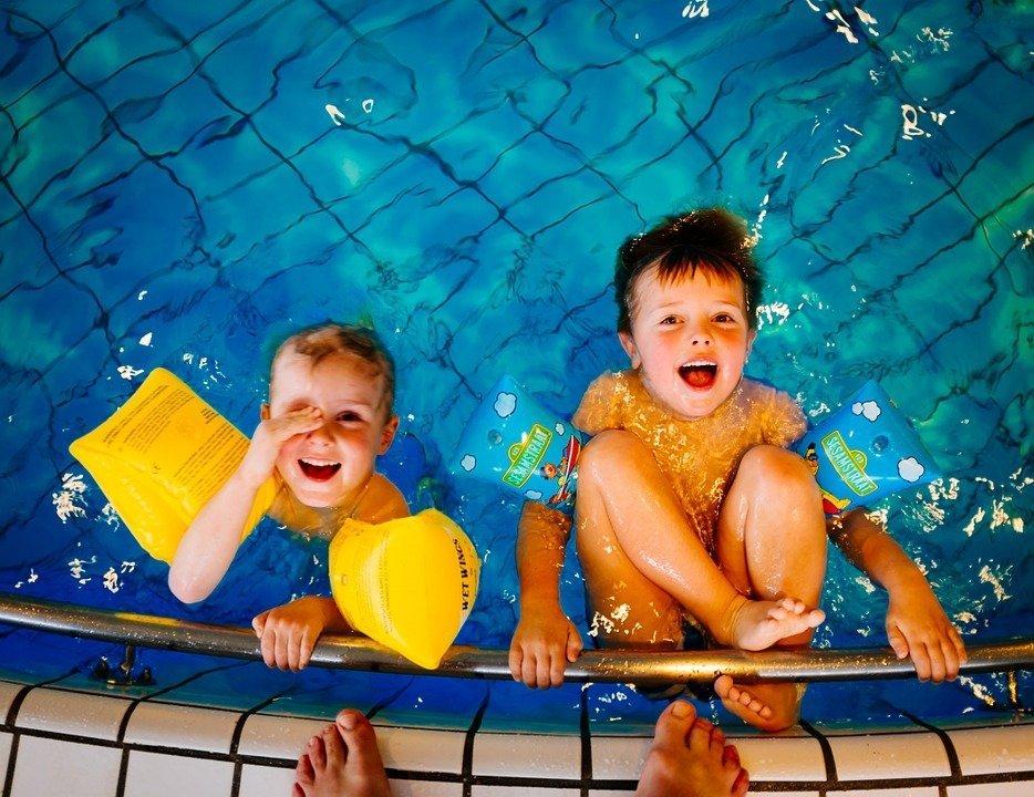 notte bianca dello sport, bambini, nuoto, piscina