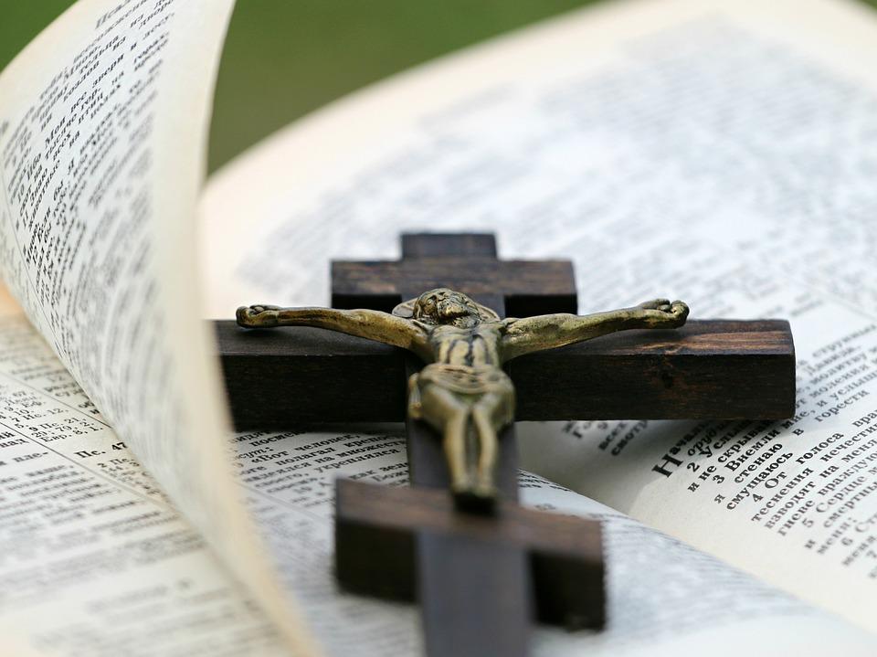 preghiera per la guarigione, bibbia, crocifisso, preghiera